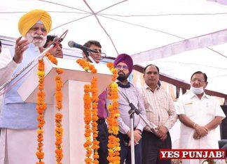 Rana Gurjeet Singh addressing people in Hoshiarpur