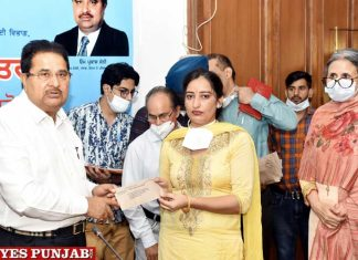 Soni hands over Appointment Letters staff nurses