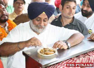 Sukhbir Badal eating during Jalandhar visit