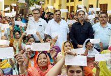 Surinder Dawar hands over checks